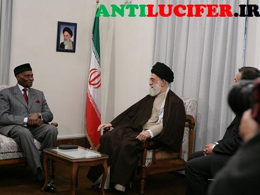 عکس امام خامنه ای در دیدار با رییس جمهور سنگال